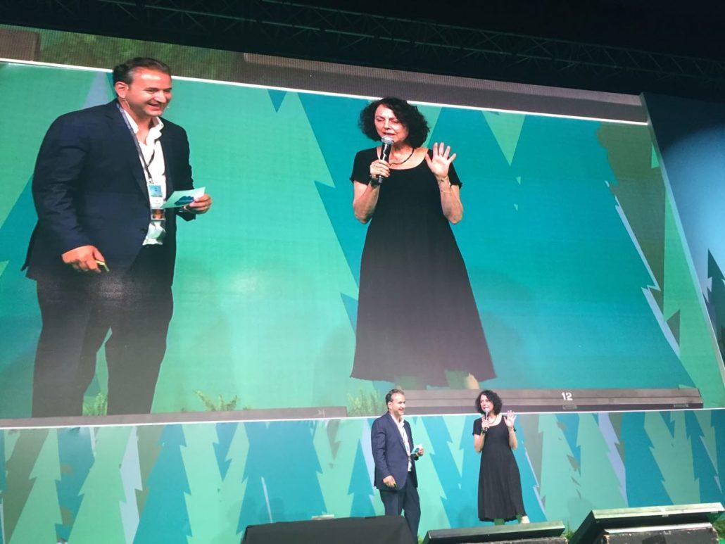 """כרמלה אבנר, סמנכל""""ית תפעול ו – IT של שטראוס מים, מספרת על העבודה עם ServiceWise"""